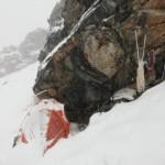 Lager bei Schneefall